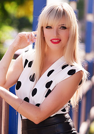 Date the woman of your dreams: Russian single Tatyana from Rivne